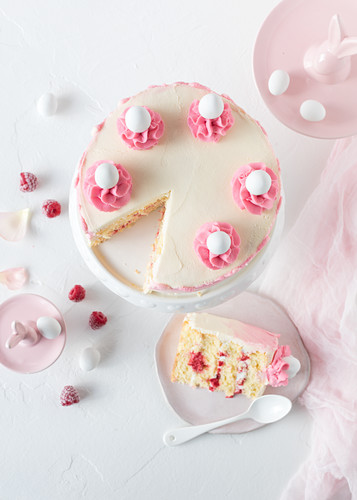 A raspberry and yoghurt Easter cake