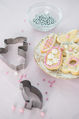 Iced Easter biscuits and pastry cutters