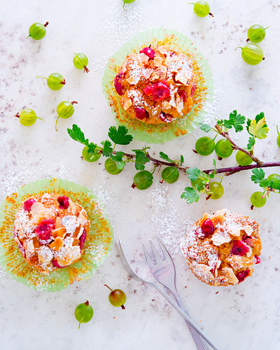 Gooseberry muffins with almond flakes