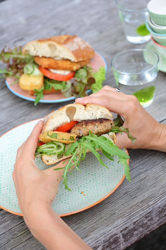 Sandwiches with meat patties, cheese and goat's cheese fritters