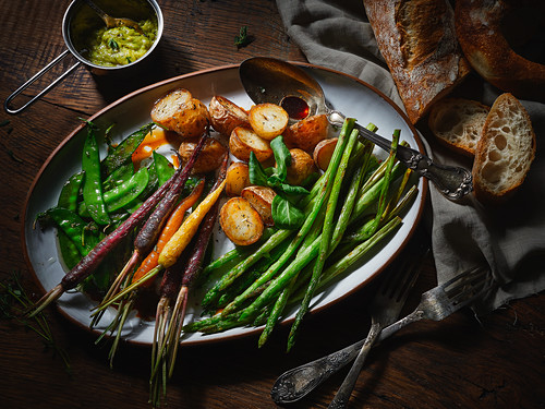 A vegetable platter with potatoes, asparagus, carrots and mange tout