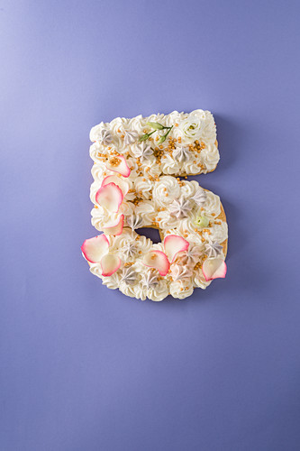 A champagne cake with rose petals for a 5th anniversary
