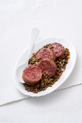 Cotechino con lenticchie (lentils with hearty sausage, Italy)