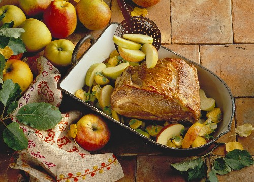 Apple and curry roast in roasting dish