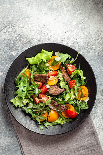 Arugula salad with seared beef cheese and tomatoes