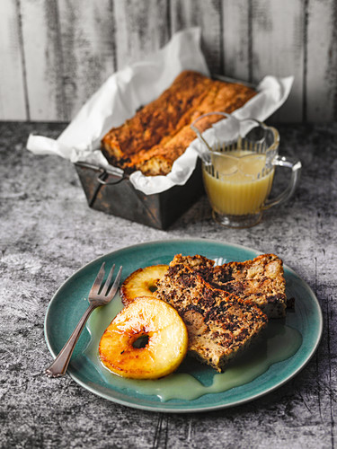 Bielefeld black bread pudding with apple rings
