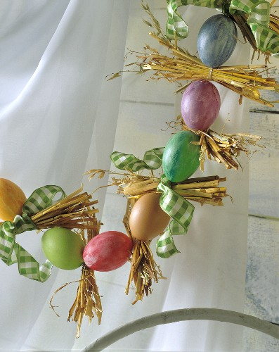 Easter decoration: garland of Easter eggs