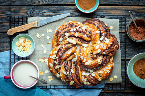 Yeast braid with chocolate and cinnamon filling