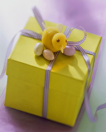 Easter parcel (yellow gift box with Easter decoration)