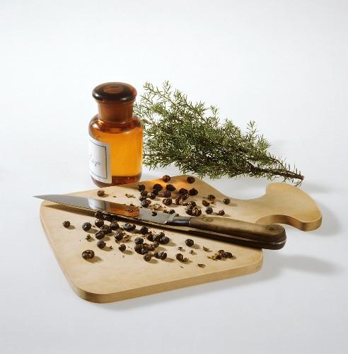 Ingredients for juniper spirit (medicinal remedy)