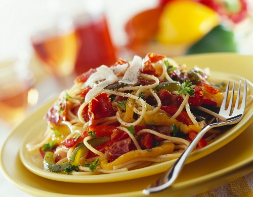Spaghetti with parma ham, pepper and parmesan