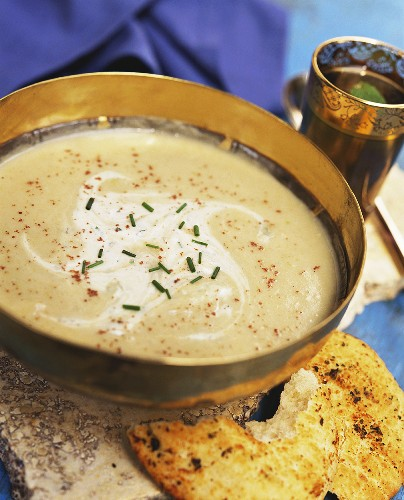 Parsnip soup with Indian herbs and naan bread