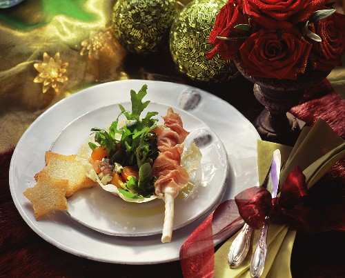 Rocket with Parma ham and grissini in cheese basket