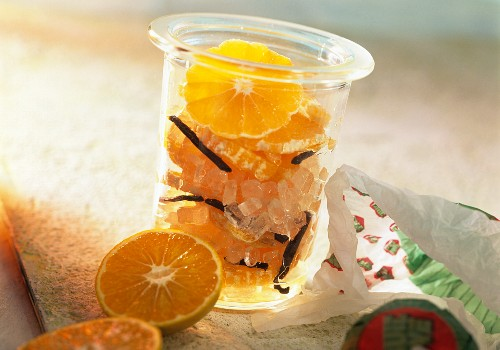 Bottled mandarin slices with sugar-candy in Genever