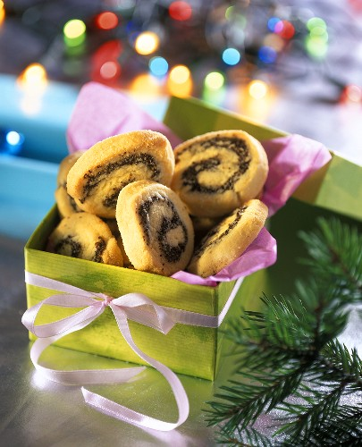 Poppyseed biscuits in green gift box