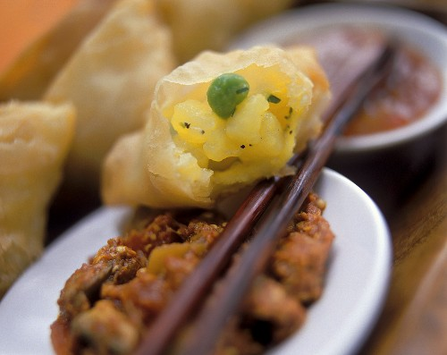 Deep-fried pasties with chili sauce from India
