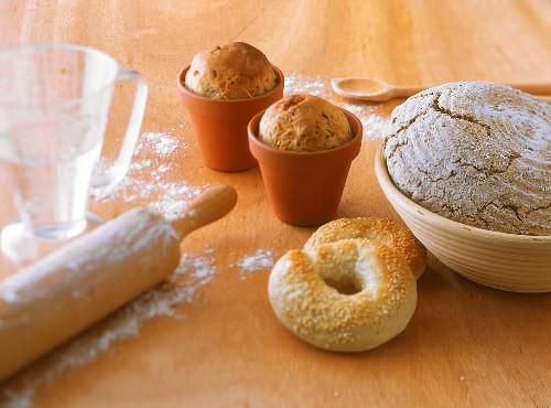 Beer roll in terracotta pot, sesame rings, wholewheat bread