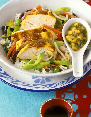 Curried chicken with coconut, with vegetable rice & mango sauce
