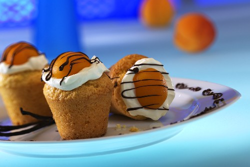 Muffins with apricots and cream icing