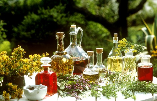 Herbal oils and vinegars (with garden and medicinal herbs)