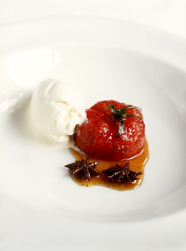 Baked tomato with star anise and crème fraiche