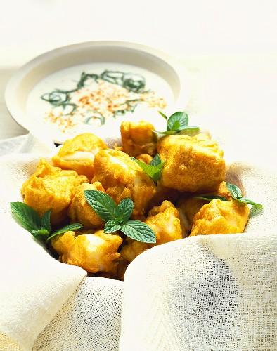 Maachi ka pakora (deep-fried fish snacks, India)