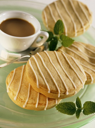 Small apple cakes with stripes of glacé icing
