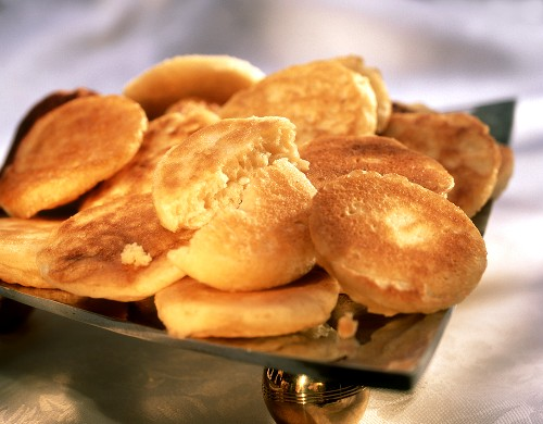 Crumpets (round yeast cakes with holes)