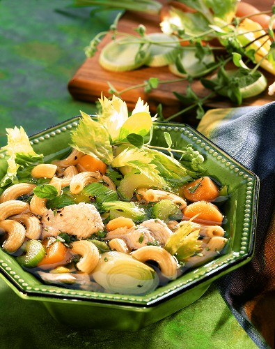 Pasta and vegetable stew with turkey breast fillet