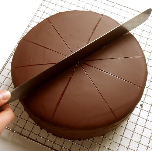 Dividing a chocolate cake into pieces