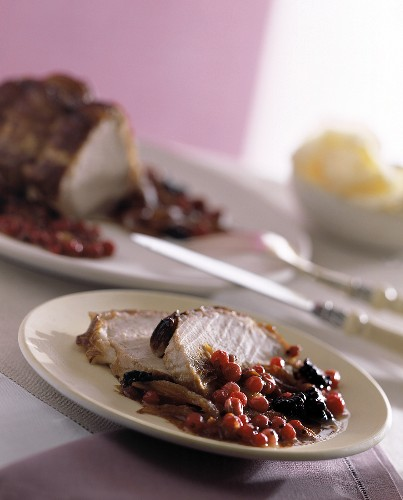 Roast pork with onions and bilberries