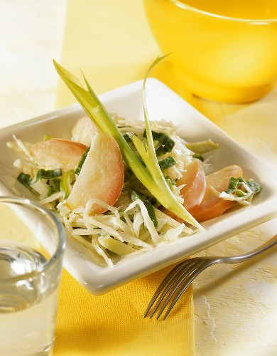 Cabbage salad with apples, leeks and yoghurt dressing
