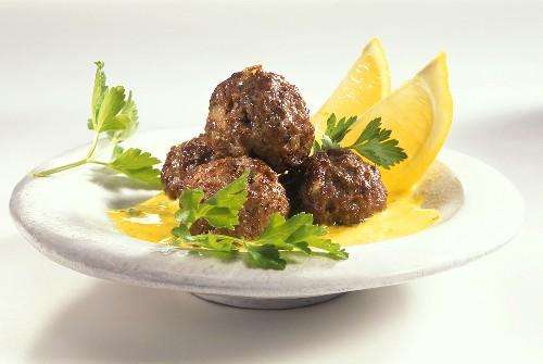 Jordanian meatballs with saffron yoghurt sauce