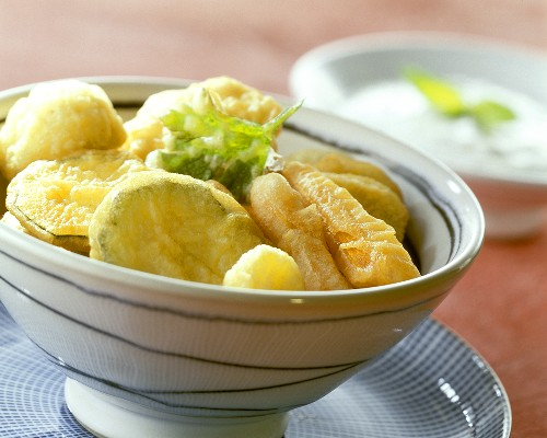 Deep-fried vegetables with mint sauce