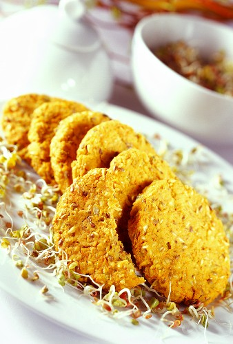 Carrot burgers with sprouts