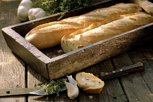 Garlic baguettes with thyme