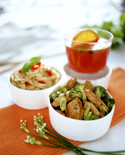 Food combination meal with chicken, rice noodles & aperitif