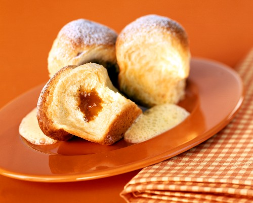 Ducat rolls with apricot jam and custard