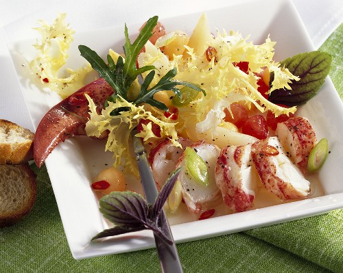 Spicy lobster salad with melon and asparagus