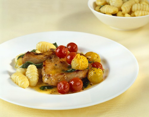 Veal cutlet with cherry tomatoes and gnocchi
