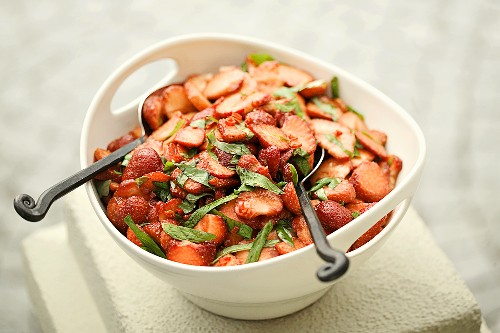 Strawberry salad with balsamic vinegar, chilli and mint