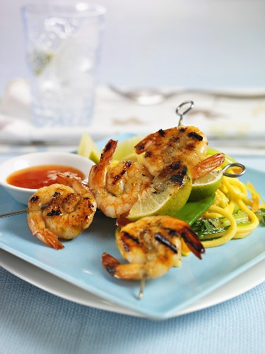 Prawn kebabs with noodles and chilli sauce