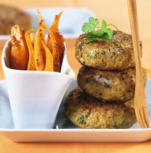 Green spelt burgers with carrots mustard