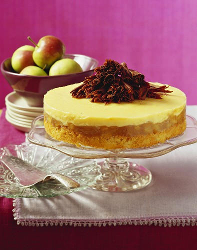 Advocaat cake with apple and chocolate curls on cake stand