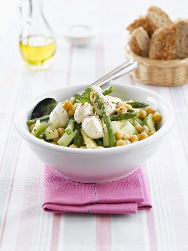 Vegetable salad with mozzarella balls and melon