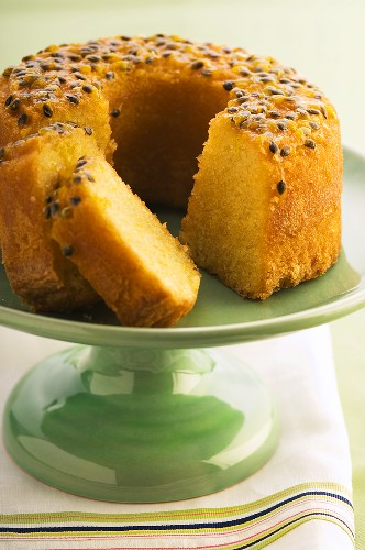Macadamia nut and passion fruit cake (gluten-free)