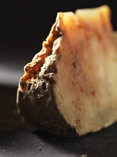 Lavort (sheeps' cheese from the Auvergne region)
