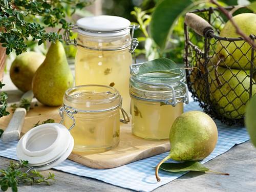 Pear jelly, fresh pears and lemon thyme