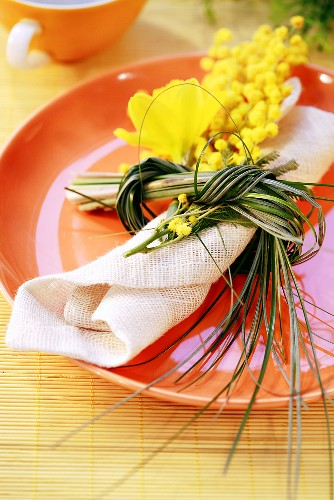 Place-setting with Easter decoration