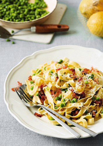 Ribbon pasta with peas and bacon